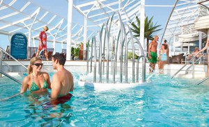 Harmoney-of-the-Seas_Swimmingpool-300x183