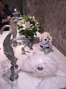Mimi-auf-der-Toilette-Tango-Show-225x300