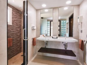 BAM_17_174-Bathroom-Suite-300x225