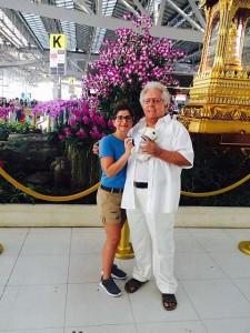 Mimo-am-Flughafen-Bangkok_1-225x300